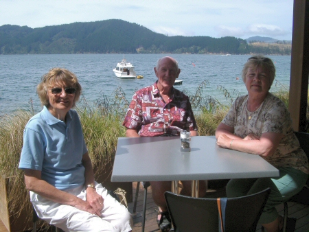 Waterside lunch - Dot, Ike, Elsa