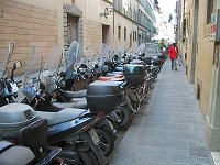 Scooterati in the Via Ricasoli in Florence